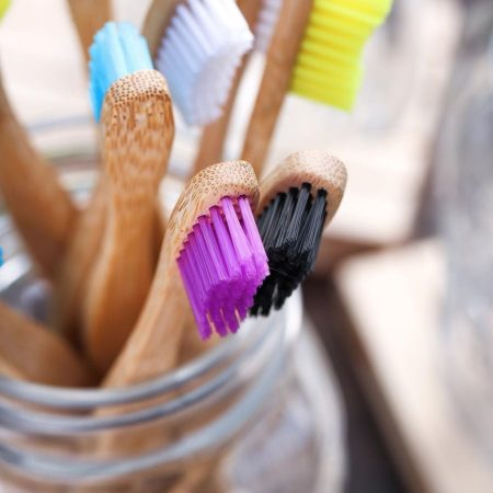 The Humble Co escova de dentes em bambu adulto